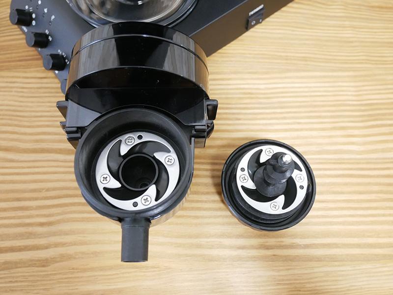 ツインバードのコーヒーメーカー「CM-D457」のお手入れ&掃除:ミル内部